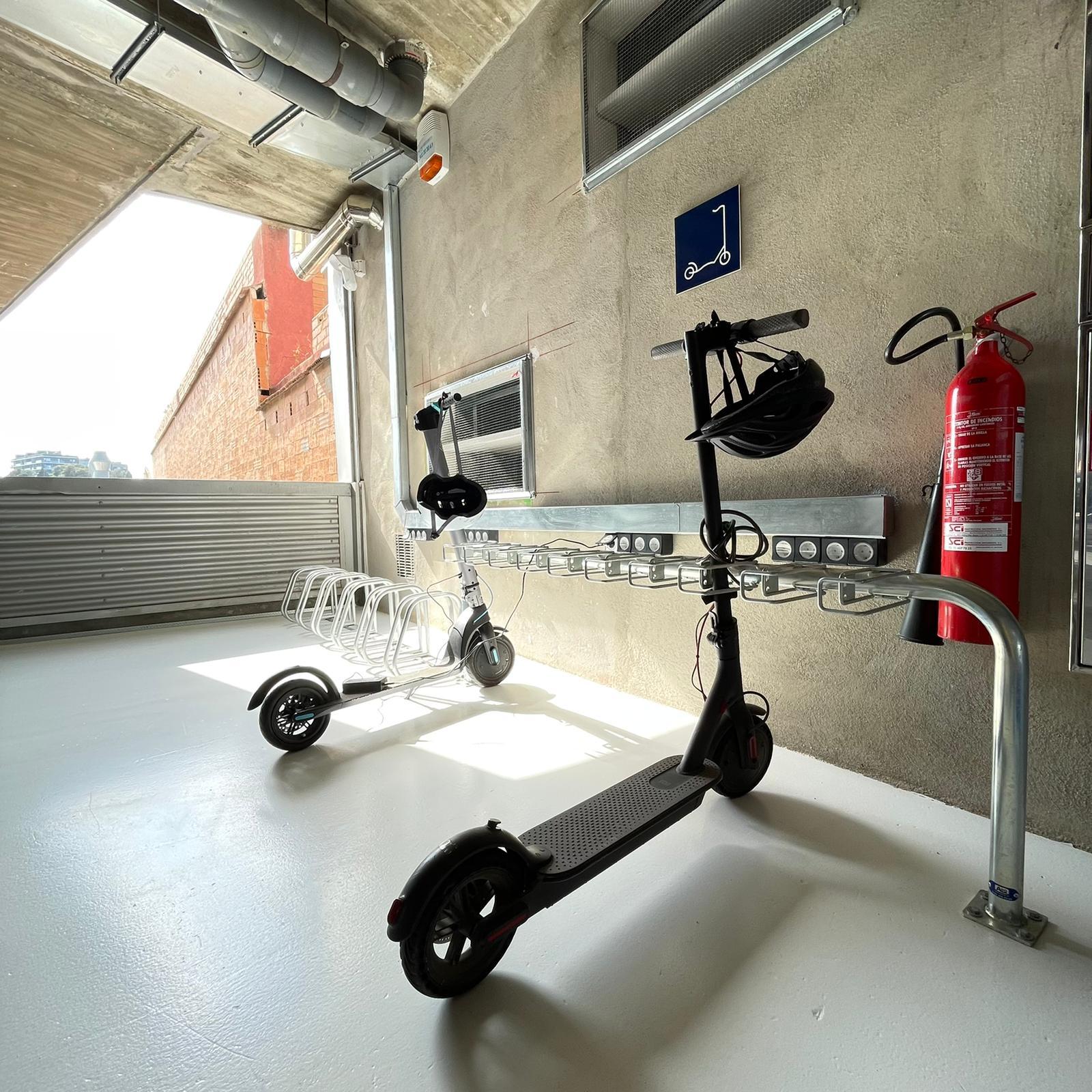 Roller scooter rack