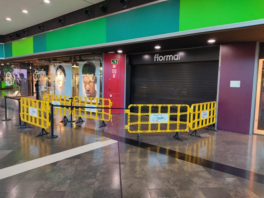 Plastic barrier peatonal for shopping center